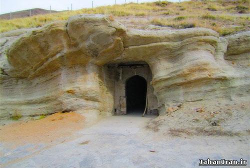 غار قدمگاه